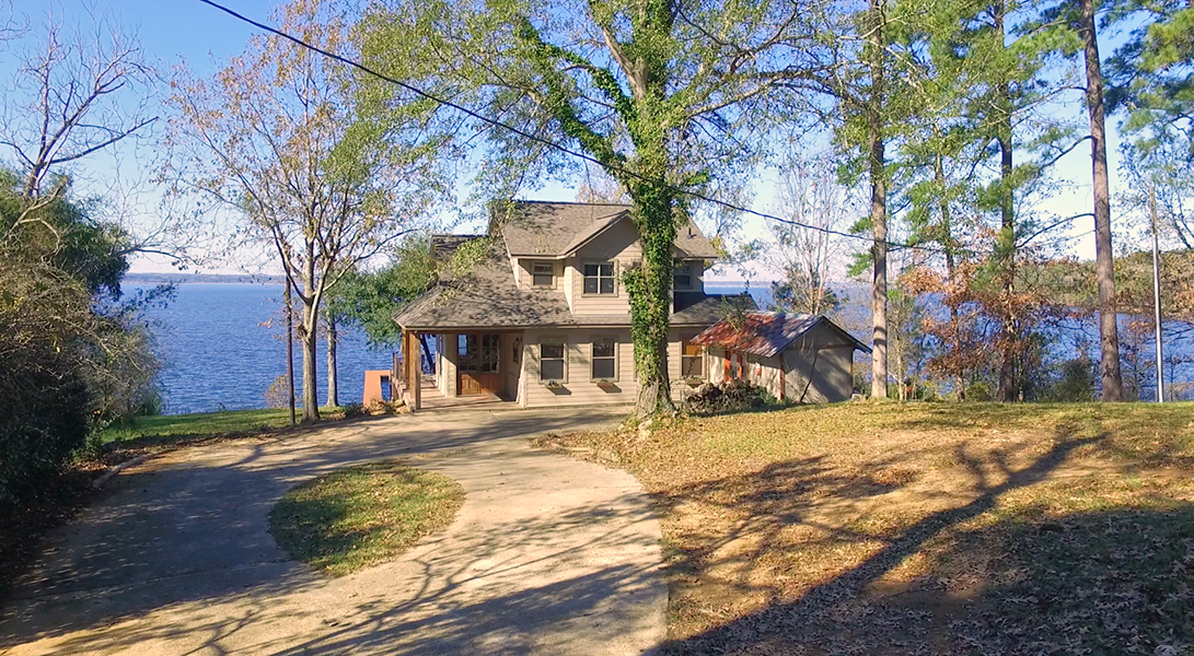 Front view from Driveway - Toledo Bend Lakehouse