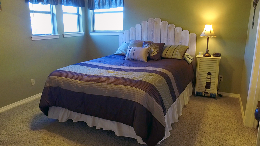 Queen Guest Bedroom  - Toledo Bend Lakehouse