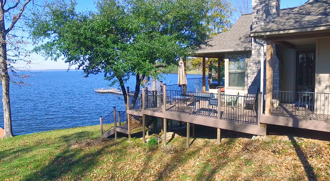 Side Patio overlooking lake - Toledo Bend Lakehouse